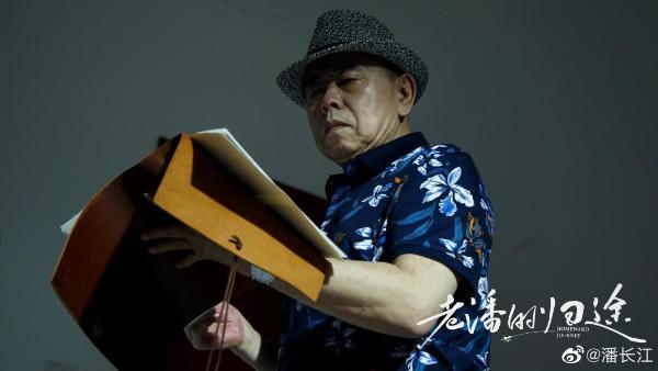 刚开机就骨折,潘长江竟然是坐着拍完新戏,太敬业!