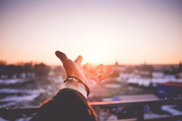 路恩新歌《告别所有煎熬》释怀过往,拥抱美好未来