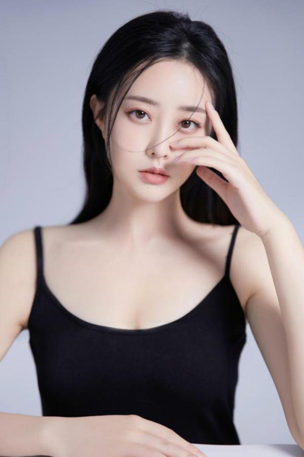 于心妍搭档龚俊张哲瀚,出演热播剧《山河令》,成为今年网剧黑马