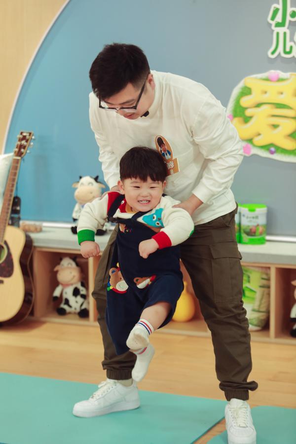 """""""爸爸,这次换我来保护你""""!《爱上幼儿园6》萌娃让袁成杰烧饼管栎泪目"""