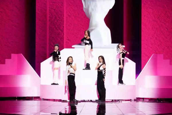 吕一《姐姐2》三公舞台得第一 感人发言引共鸣