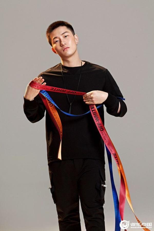 实力歌手李瑞轩连发新曲《危险背后》《偏轨》 在悲伤情歌中向阳而生