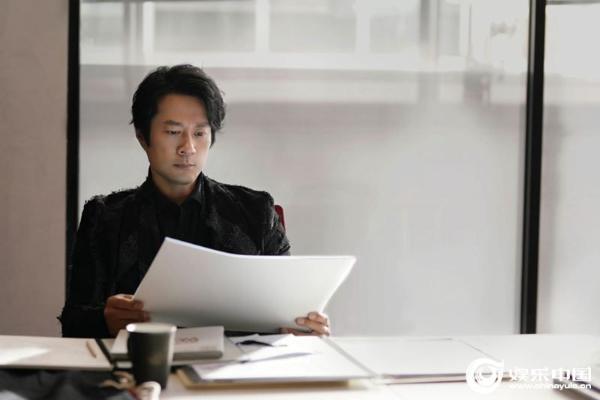 谭凯《爱的理想生活》更新 漫画家杜珈牧上线