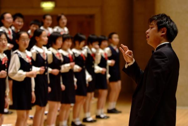 北京爱乐合唱团《我们是共产主义接班人》唱响熟悉旋律