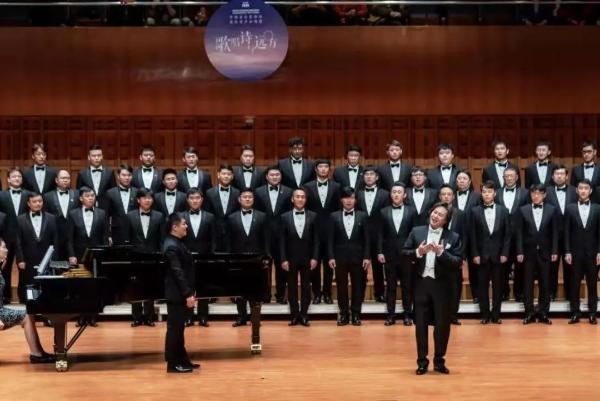 爱乐男声合唱团带来音乐会《在灿烂的阳光下》