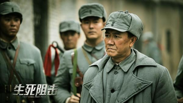 李幼斌片场连轴转敬业态度获赞 战争电影《生死阻击》正拍摄