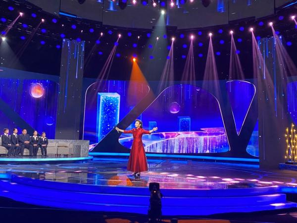 藏族女低音歌手央措柯秀 带着爱的祝福唱响央视《向幸福出发》