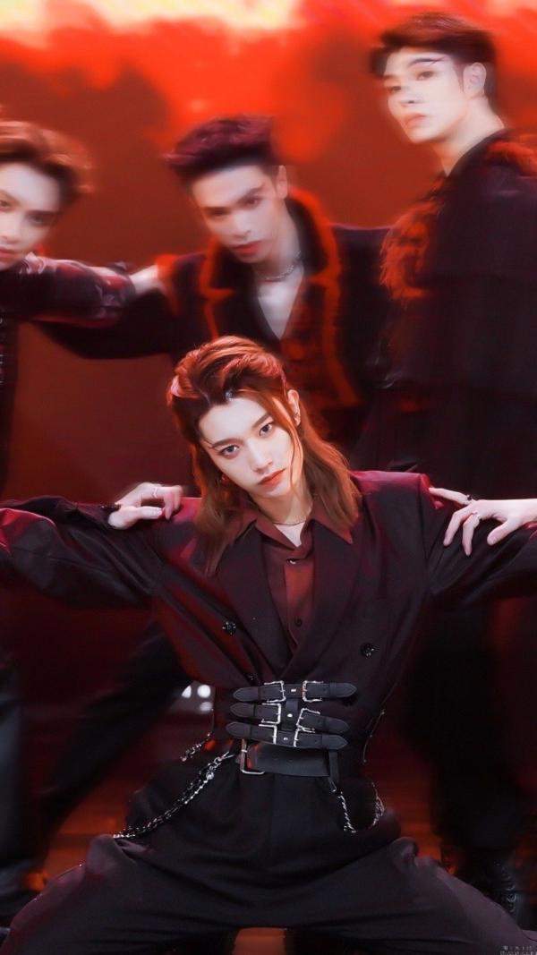 青你3首轮公演舞台《新物种》上线 孙滢皓绝美舞担再现少年魅力