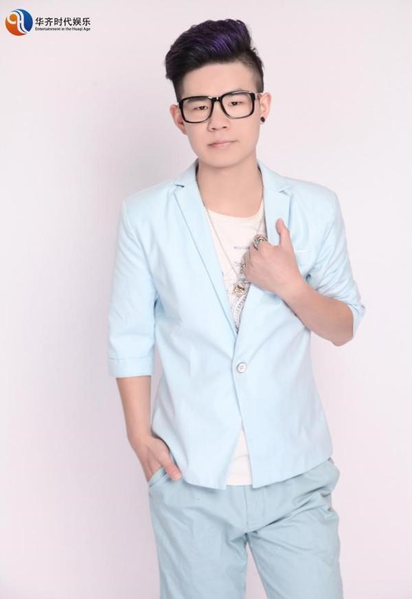 歌手郝晨宇为华旗时代娱乐签约新单曲准备发行