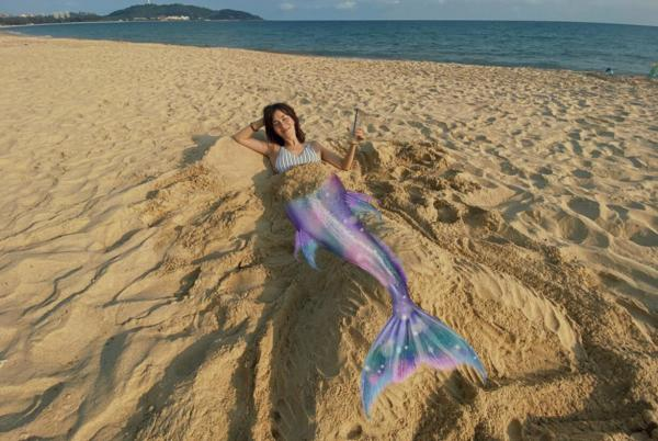 卢靖姗晒沙滩泳装照 清新活力元气十足
