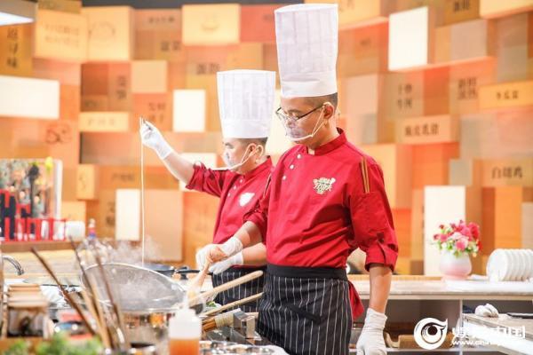 《凤翼》烹饪经典顺德风味《三剑客》争取连任