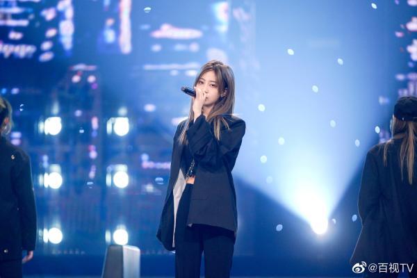 东方卫视《金曲青春》SNH48袁一琦帅气演绎《天天》