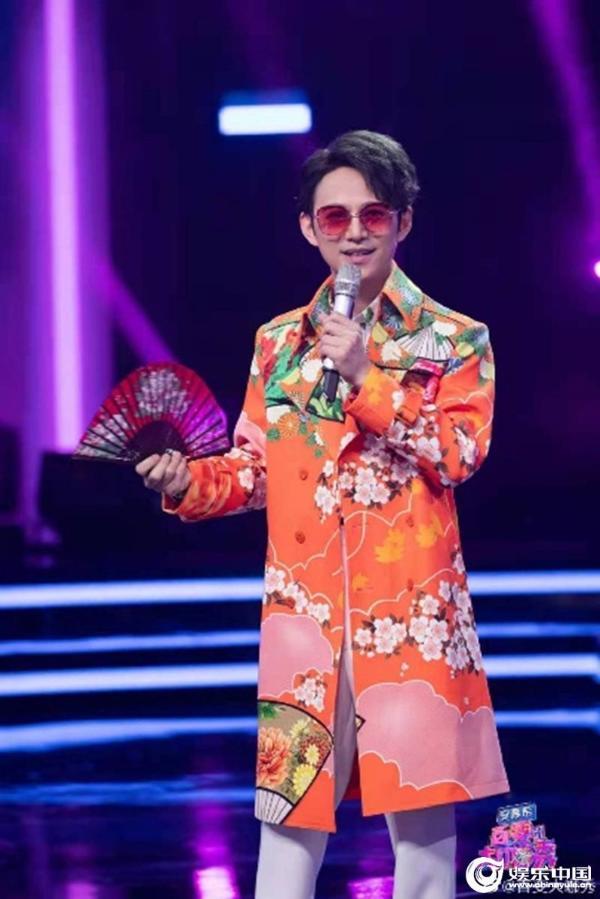 《百变大咖秀》今晚十点播出再放大招大张伟白凯南沈凌合体致敬华语乐坛经典