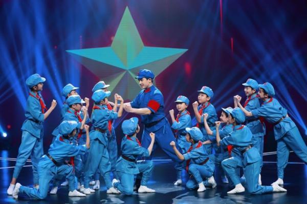 Yamy空降《跳舞吧!少年》毕业盛典,孩子告白老师李子璇感动落泪