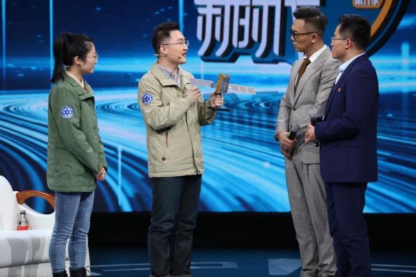 """《我们的新时代》变附""""北斗"""" 他们给你看中国的""""北斗卫星""""有多少头牛?"""