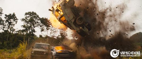 《速度与激情9》曝光新剧照卡车翻滚雷区轰炸惊爆眼球