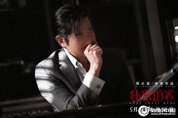 这个家庭有两张脸 电影《秘密访客》曝光最新剧照 郭富城、段奕宏、张子枫、许玮甯、荣子山露出了他的真面目