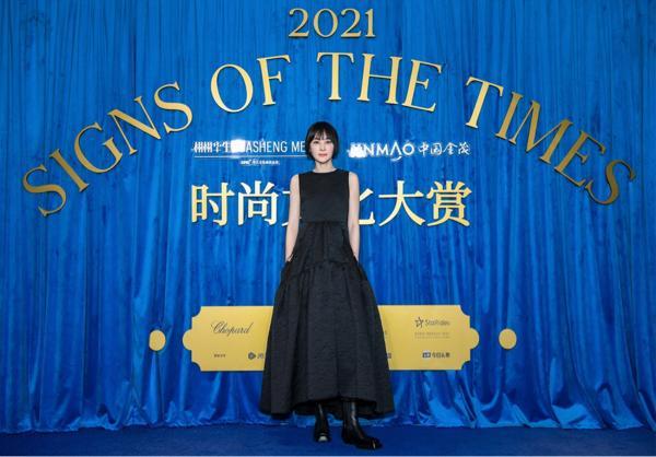 吴敏飞出现在时尚活动中 黑色简约彰显独特态度