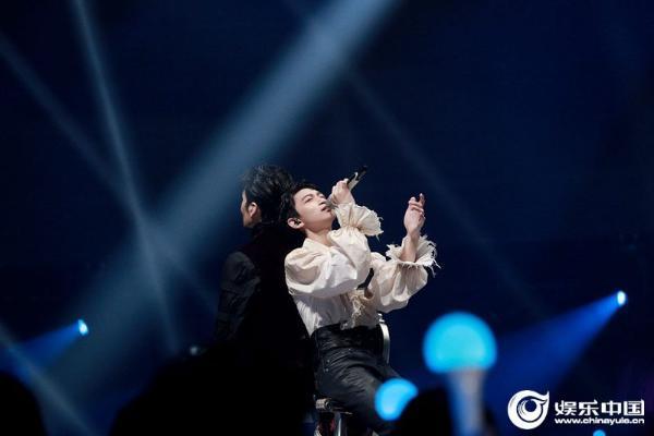 《谁是宝藏歌手》凡宇成功揭名 与满江默契配合演绎《完美世界》