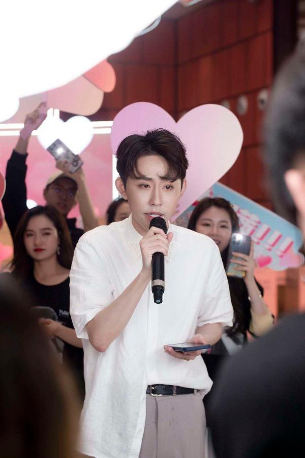 瑜大公子周瑜首单《瑜你同行》上线 解锁歌手身份现场演唱表白粉丝