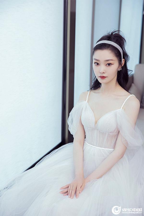 宋轶白色纱裙.jpg