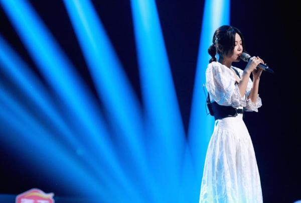 《谁是宝藏歌手》公演 萨吉独特唱法赢得大张伟王源高赞好评