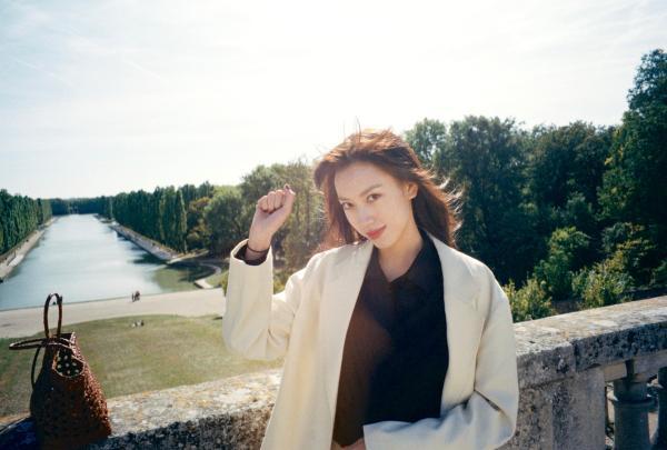 孙嘉灵杂志采访曝光 浪漫文艺展现灵动魅力