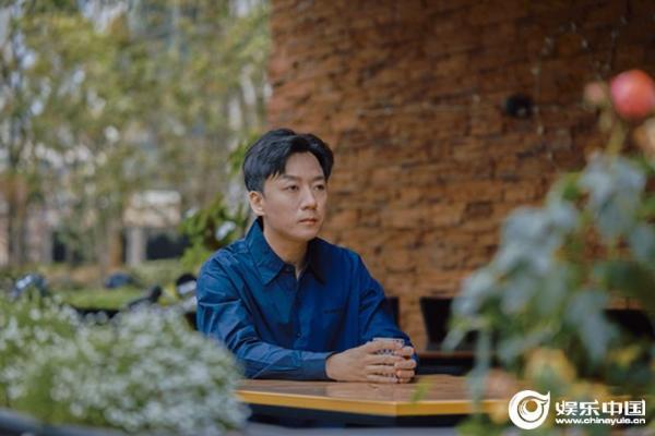 张磊新专辑首单曝原创暖伤情歌《无帆》 质感嗓音动情演绎难忘往事