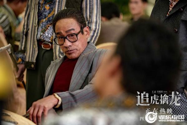 电影《追虎擒龙》曝片尾曲《日落·朝阳》经典港片硬核爽感惊艳观众