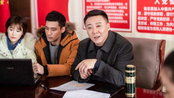 """任正斌新剧 《好雨知时节》开播,""""宝藏书记""""引领乡村振兴"""