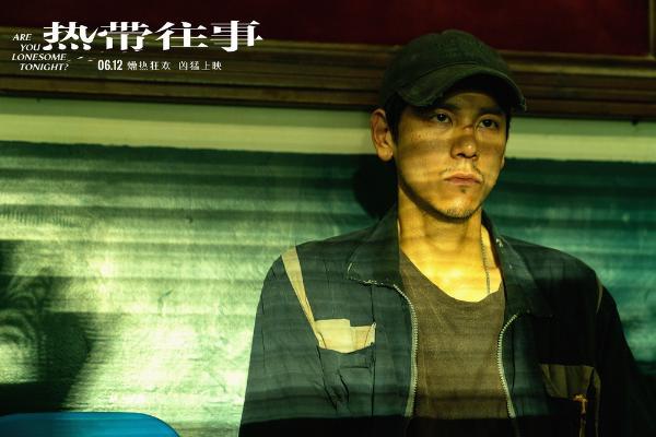 彭于晏《热带往事》提档6月12日 脊椎凸起瘦骨嶙峋角色成谜