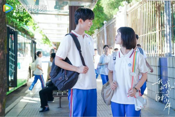 邓恩熙张凌赫《我和我的时光少年》新剧开播 全员高颜值诠释青春能量