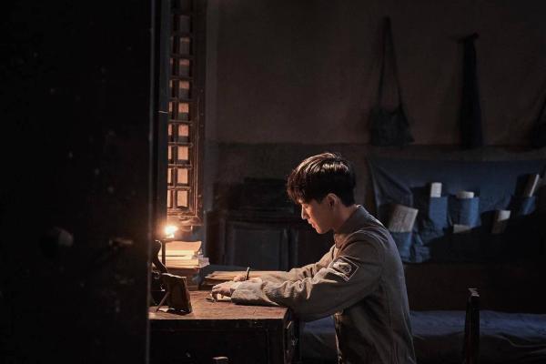 张艺兴《理想照耀中国》之《烈性》开播 被赞哭戏极具感染力