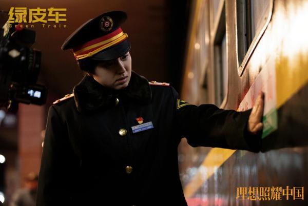董璇《理想照耀中国》之《绿皮车》 跨越数十载演绎最美列车长