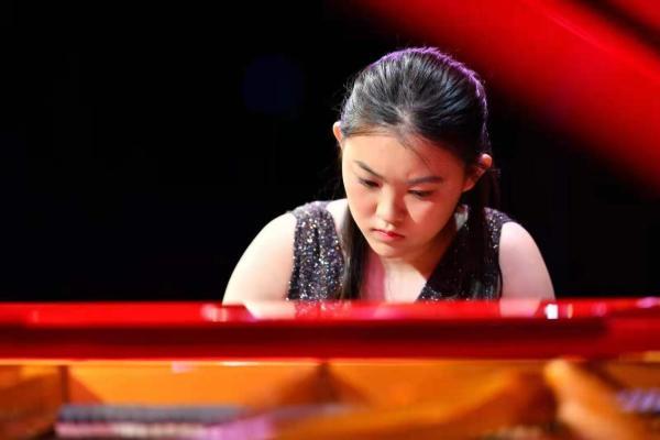 青年钢琴家廖偲婕优雅演绎 精湛琴技圈粉无数!