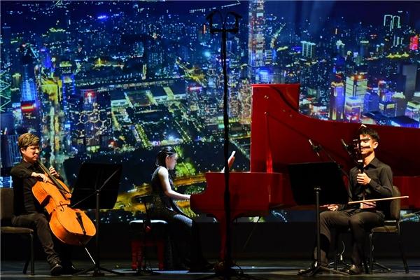 廖偲婕成为首位奏响香港戏曲中心大剧院的钢琴家