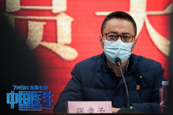 """《中国医生》毛阿敏郑云龙深情演绎主题曲  """"我们不怕""""唱响抗疫精神"""
