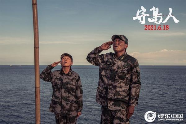 4.国旗前敬礼照.jpg