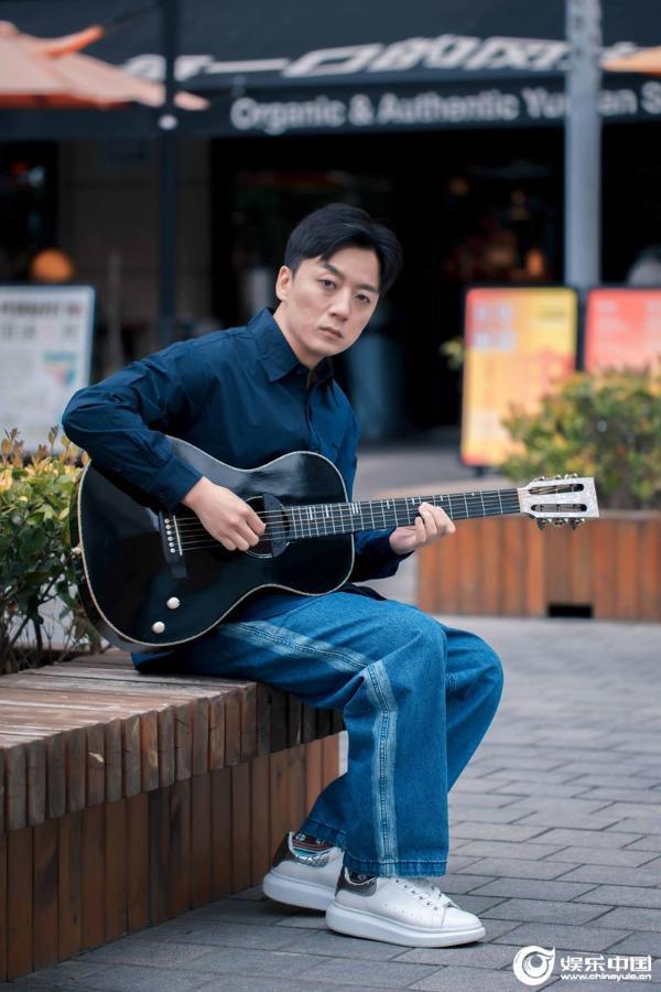"""歌手张磊""""四十不惑""""再发专辑 怀敬畏之心坚持真音乐"""