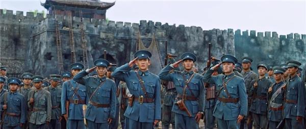 《光荣与梦想》精彩升级 再现百年阅兵燃场面