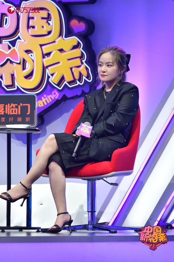 《中国新相亲》95后唱歌主播因缺少社交单身多年,嗓音甜美获全场男生追捧