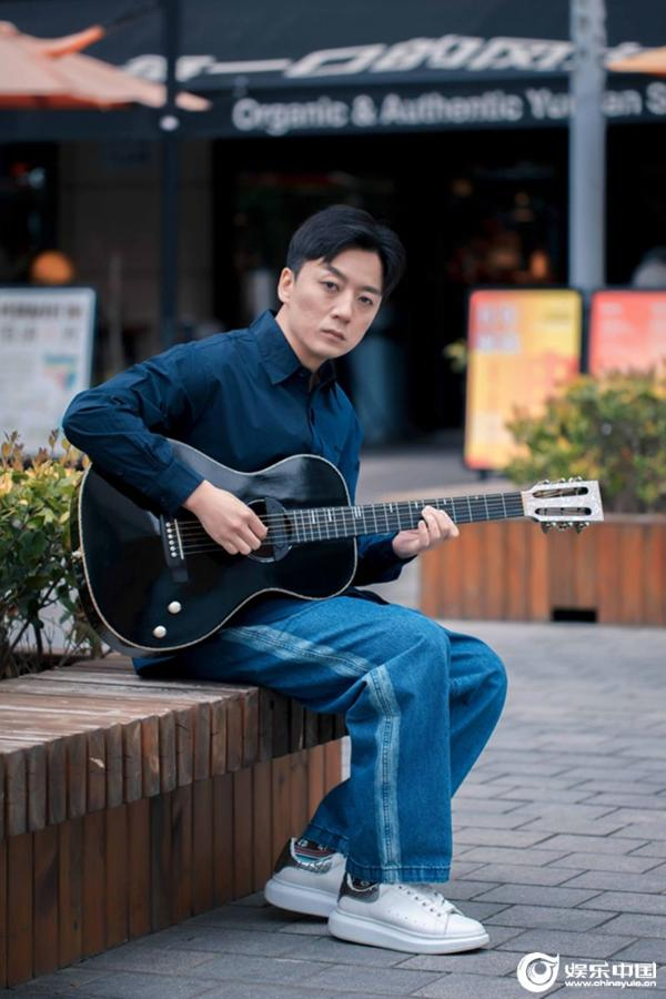 坚持自我专注音乐品质 张磊新歌《再见少年》唱出青春感慨