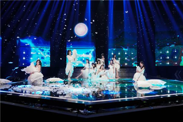 《金曲青春》SNH48带来治愈版《追光者》 诉说逐梦心声