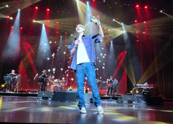 平安《我爱你中国》巡演宁波站 新专辑《在路上》Live备受好评