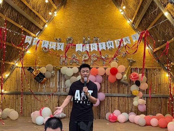 王宝强39岁庆生未见女友冯清 愿望是孩子们快乐成长