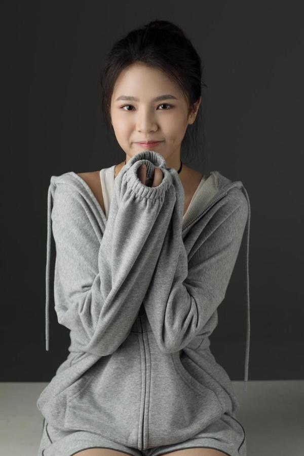 新人刘亦芊 气质独特 笑容甜美清新初恋脸