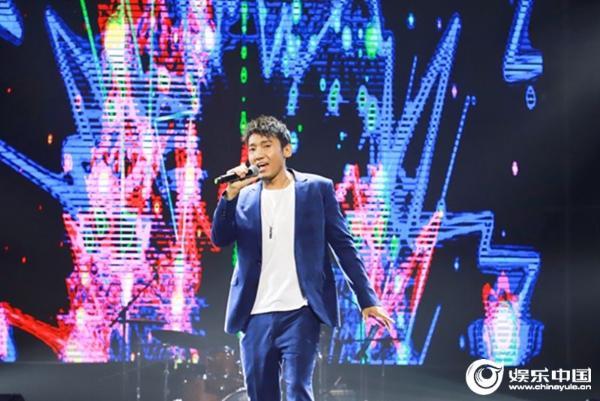歌手扎西平措唱响音乐盛典 经典歌曲彰显不俗实力
