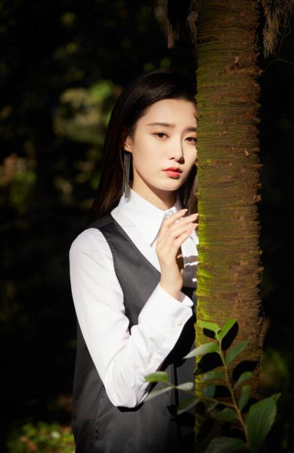 徐艺洋首张古风EP《花湮灭》即将上线 丛林光驳大片曝光气质卓然