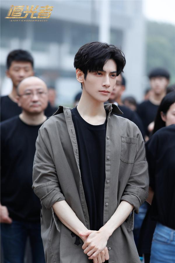 《追光者》正式官宣开机 罗云熙二度饰演律师备受期待
