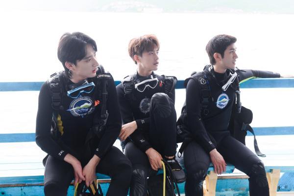 """《完美的夏天2》李汶翰重展""""海洋之子""""风采 李治廷演绎海底大片"""
